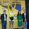 Kate Middleton, en compagnie des princes William et Harry, était présente sur la ligne d'arrivée de la première étape du Tour de France, à Harrogate le 5 juillet 2014