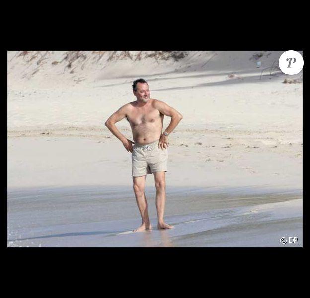 Jean Reno épate la galerie sur le sable de Saint-Barth' !
