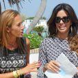 Eva Longoria déjeune avec des amis dont Bertin Osborne et Fabiola Martinez dans un restaurant à Marbella, le 18 juillet 2014.