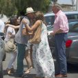 Eva Longoria déjeune avec des amis dont Bertin Osborne, Fabiola Martinez, et Amaury Nolasco dans un restaurant à Marbella, le 18 juillet 2014.