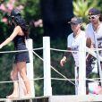 """Vincent Lagaf' arrive sur une plage de Saint-Tropez avec son nouveau bateau de la marque """"Cigarette"""", le 17 juillet 2014."""