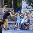 Nicole Richie est heureuse de partager une journée à Disneyland avec ses enfants, Harlow et Sparrow, à Anaheim. Le 20 juillet 2014