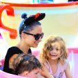 Nicole Richie est heureuse de partager une journée à Disneyland avec ses enfants, Harlow et Sparrow, à Anaheim. Le 20 juillet 2014. Elle était accompagnée de Jennifer Meyer, épouse de Tobey Maguire