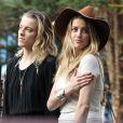"""Amber Heard et sa soeur Whitney - Amber Heard rend visite à son fiancé Johnny Depp sur le tournage de """"Black Mass"""" à Lynn dans le Massachusetts le 21 juillet 2014."""
