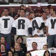 Des fans des Cavaliers de Cleveland portent un T-shirt avec le message Trahis, lors du retour à Cleveland de LeBron James avec le Heat de Miami, le 2 décembre 2010