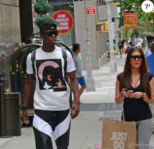 Paul Pogba et sa compagne font du shopping à New York, le 24 juillet 2014