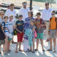La reine Sofia d'Espagne avec sa fille l'infante Elena et ses petits-enfants lors de leur premier jour de cours de voile au club nautique Cala Vela le 28 juillet 2014 à Palma de Majorque.