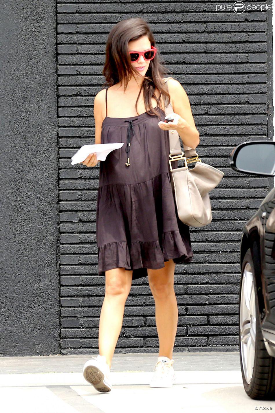 Rachel Bilson, enceinte, fait du shopping à North Hollywood. Los Angeles, le 2 août 2014.