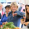 Exclusif - Martha Stewart fait ses courses au Farmer's Market à Brentwood, le 13 avril 2014.