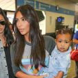 Kim Kardashian et North West arrivent à l'aéroport Bob Hope de Burbank, le 7 août 2014.