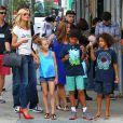 Heidi Klum et ses enfants Leni, Henry, Johan et Lou vont voir le spectacle du Blue Man Group dans le quartier de Soho à New York, le 19 juillet 2014.