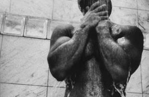 Vin Diesel : Nu sous la douche, l'apollon affole la Toile !