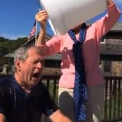George W. Bush : Son Ice Bucket Challenge délirant avec son épouse Laura