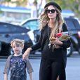 Exclusif - Meagan Camper (enceinte et petite amie de Pete Wentz) fait du shopping avec Bronx, fils du rockeur, à Studio City, le 22 février 2014.