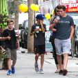 David Beckham et ses fils Brooklyn, Romeo et Cruz vont prendre un café après leur cours de gym à Brentwood, le 15 juillet 2014.