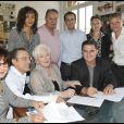 Exclusif - Line Renaud entourée des équipes de Warner et de son ami Hervé Souazanet lors de la signature du nouveau contrat de Line Renaud avec Warner, le 20 mai 2010 à Paris.