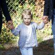 Premier jour d'école pour la princesse Estelle de Suède, 2 ans, qui entrait le 25 août 2014 à l'école, accompagnée de ses parents la princesse Victoria et le prince Daniel. La fillette débute son apprentissage à l'école Aventure à Danderyd (non loin du palais Haga, la résidence familiale), qui axe sa pédagogie sur la découverte de la nature.