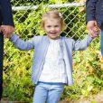 La princesse Estelle de Suède, 2 ans, entrait avec enthousiasme le 25 août 2014 à l'école, accompagnée de ses parents la princesse Victoria et le prince Daniel. La fillette débute son apprentissage à l'école Aventure à Danderyd (non loin du palais Haga, la résidence familiale), qui axe sa pédagogie sur la découverte de la nature.