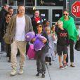 """Brad Pitt et Angelina Jolie arrivent à l'aéroport de Los Angeles en provenance d'Australie avec leurs enfants, le 5 février 2014. Pax marche avec son père avec son nounours violet, suivi de sa soeur Shiloh Nouvel. Angelina Jolie tient la main de sa fille Vivienne Marcheline, et Zahara tient la main de son frère Knox Léon juste derrière elles. Maddox suit la troupe avec ses écouteurs. Toute la famille revient d'Australie où Angelina Jolie a fini de tourner """"Unbroken""""."""