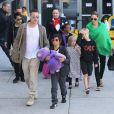 Brad Pitt et Angelina Jolie avec leurs six enfants à Los Angeles, le 5 février 2014.
