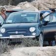 Kate Moss, son mari Jamie Hince et des amis poursuivent leurs vacances à Formentera, en Espagne. Le 28 août 2014.