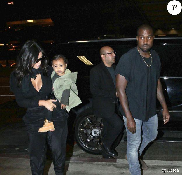 Kim Kardashian, Kanye West, et leur petite fille North à l'aéroport Lax de Los Angeles, le samedi 30 août 2014.