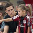 Fernando Torres, nouveau joueur du Milan AC, avec son épouse Olalla Dominguez et leurs enfants Leo et Nora à San Siro le 31 août 2014.