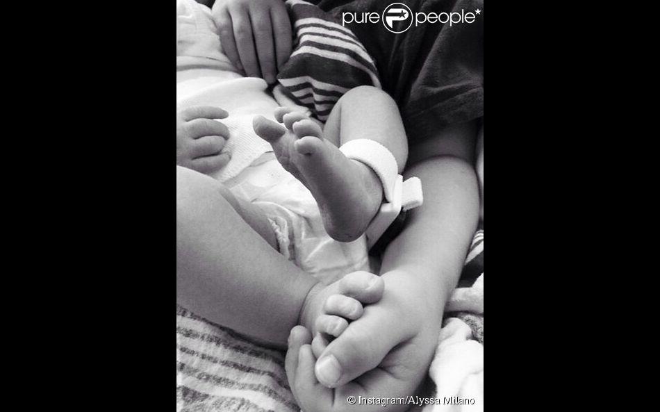 Alyssa Milano a publié la toute première photo de sa fille Elizabella, le 6 septembre 2014, sur Instagram.