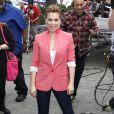 """Alyssa Milano sur le plateau de l'emission """"Extra!"""" à Universal City, le 7 janvier 2014."""