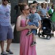 Alyssa Milano, son mari Dave Bugliari et leur fils Milo Bugliari au Farmers Market lors du Labor Day à Studio City, le 1er septembre 2013.