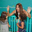 L'actrice américaine Roselyn Sanchez, accompagnée de sa fille Sebella, a participé au lancement de la campagne Celebrate Pampers BabyGotMoves au centre commercial The Grove à West Hollywood, Los Angeles, le 9 septembre 2014