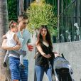 Roselyn Sanchez, Eric Winter et leur fille Sebella, au Farmers Market de Studio City, Los Angeles, le 7 septembre 2014