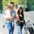 Roselyn Sanchez, Eric Winter et leur fille Sebella, au Farmers Market de Studio City, Los Angeles, le 7 septembre 2014