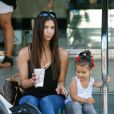 Roselyn Sanchez et sa fille Sebella au Farmers Market de Studio City, Los Angeles, le 7 septembre 2014