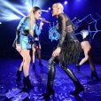 Iggy Azelea et Rita Ora interprètent leur single Black Widow lors du concert d'Uggy au Shepherds Bush Empire. Londres, le 17 septembre 2014.