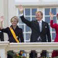 Le prince Constantijn, la princesse Laurentien, le roi Willem-Alexander et la reine Maxima des Pays-Bas, en robe Valentino et chapeau Fabienne Delvigne, au balcon du palais Noordeinde à La Haye lors du Prinsjesdag, l'inauguration de l'année parlementaire, le 16 septembre 2014.