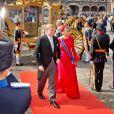 Le roi Willem-Alexander et la reine Maxima des Pays-Bas, en robe Valentino, arrivent au Parlement à La Haye pour le Prinsjesdag, la cérémonie d'ouverture de l'année parlementaire, le 16 septembre 2014