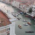 Exclusif - Vue aérienne des arrivées en bateau de George Clooney et ses invités qui se rendent à son mariage avec Amal Alamuddin à l'hôtel Aman à Venise