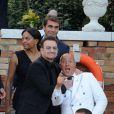 Le chanteur Bono - George Clooney et ses invités quittent l'hôtel pour se rendre à son mariage avec Amal Alamuddin à Venise, le 27 septembre 2014.  George Clooney leaves with the guests the hotel to go to his wedding with Amal Alamuddin in Venice, on Septembre 27, 2014.27/09/2014 - Venise