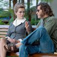 """Joaquin Phoenix et Reese Witherspoon métamorphosés dans Inherent Vice."""
