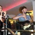 """Nikki Reed se produit en compagnie de son mari Paul McDonald lors de la soirée """"Bloomingdale's The Pink Party"""", au profit de la fondation pour larecherche contre le cancer du sein, des fondations """"The Carey"""" et Acocella Marchetto, en coopération avec Estée Lauder, à New York. Le 2 octobre 2014."""