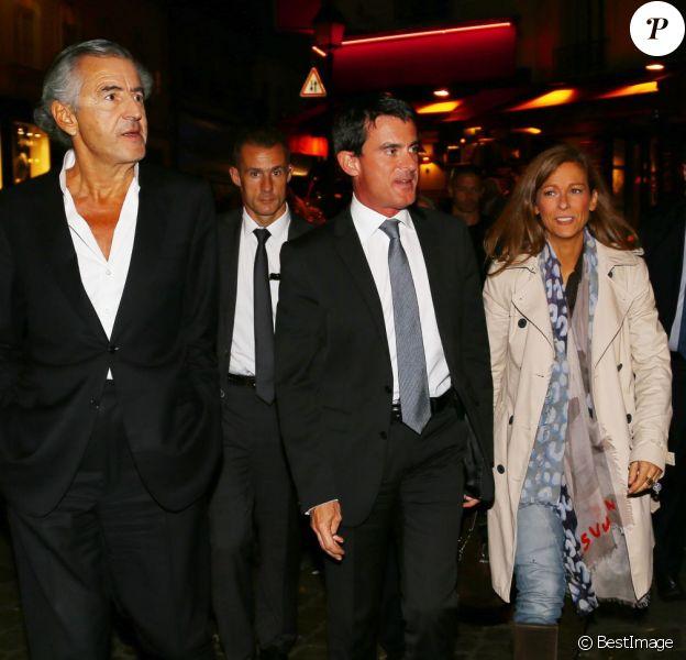 """Manuel Valls et sa femme Anne Gravoin sont allés voir la pièce """"Hôtel Europe"""" de Bernard-Henri Lévy au Théâtre de l'Atelier à Paris, le 2 octobre 2014."""