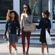 """"""" Exclusif - Kimora Lee Simmons et ses filles font du shopping à Beverly Hills, le 5 février 2014. """""""