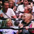 Gwen Stefani, son époux Gavin Rossdale et leur fils Zuma s'amusent à Disneyland à Anaheim, le 6 octobre 2014.