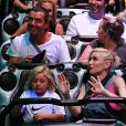 La chanteuse Gwen Stefani, son mari Gavin Rossdale et leur fils Zuma s'amusent à Disneyland à Anaheim, le 6 octobre 2014.