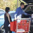 Exclusif - Rachel Bilson, enceinte, et son compagnon Hayden Christensen font du shopping dans un magasin de bricolage à Los Angeles, le 8 octobre 2014.