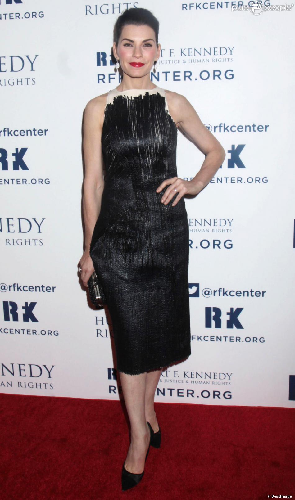 """Julianna Margulies au Diner """"Ripple of Hope Awards"""" à l'hôtel Hilton à New York, le 11 décembre 2013."""