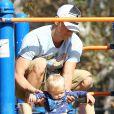 Josh Duhamel emmène son fils Axl au parc à Brentwood, le 11 octobre 2014.