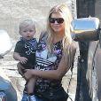 Fergie avec son fils Axl au Mr. Bones Pumpkin Patch à West Hollywood, le 11 octobre 2014.