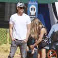 Fergie et son mari Josh Duhamel emmènent leur fils Axl au Mr. Bones Pumpkin Patch à West Hollywood, le 11 octobre 2014.
